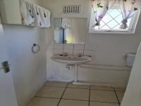 Bathroom 1 of property in Algoa Park