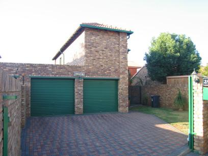 3 Bedroom Duet For Sale in Rooihuiskraal North - Home Sell - MR37107