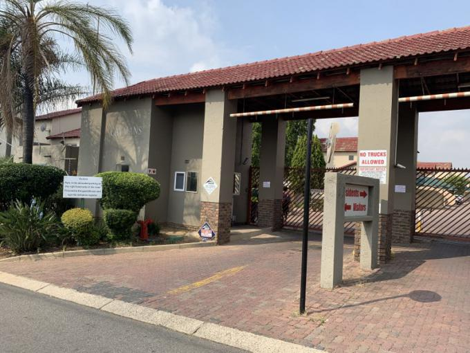FNB SIE Sale In Execution 2 Bedroom Sectional Title for Sale in Bromhof - MR371329