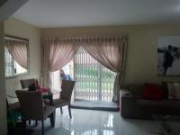 Lounges - 10 square meters of property in Greenstone Hill