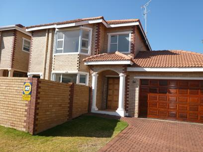 3 Bedroom House For Sale in Eldoraigne - Home Sell - MR37268