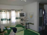 Main Bedroom - 12 square meters of property in Parow Central