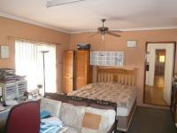 Main Bedroom - 25 square meters of property in Bothasig