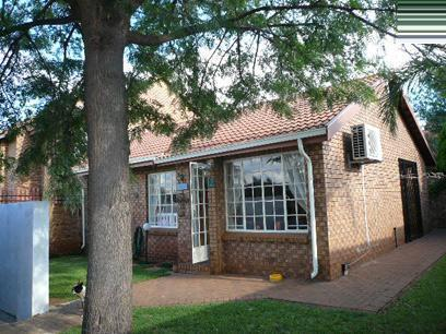 2 Bedroom Cluster for Sale For Sale in Zwartkop - Home Sell - MR37425