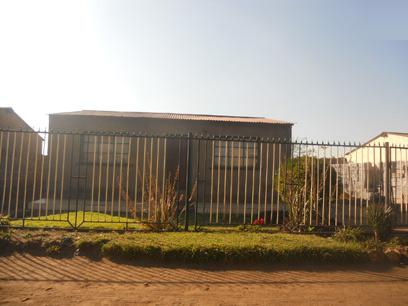 Standard Bank Repossessed 2 Bedroom House for Sale For Sale in Katlehong - MR37452