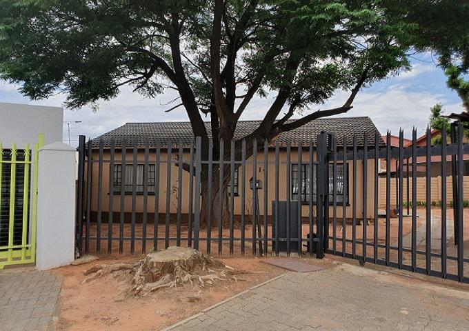 FNB SIE Sale In Execution 3 Bedroom House for Sale in Riverlea - JHB - MR378381
