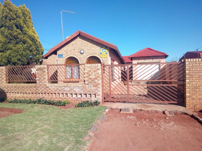 3 Bedroom House for Sale For Sale in Vosloorus - MR384331