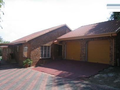 3 Bedroom House For Sale in Rooihuiskraal - Home Sell - MR39107