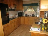 Kitchen - 17 square meters of property in Rooihuiskraal