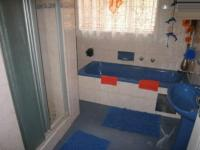 Bathroom 1 - 7 square meters of property in Rooihuiskraal