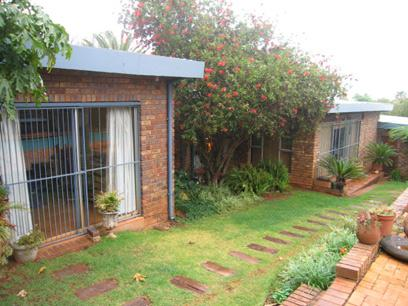 4 Bedroom House for Sale For Sale in Rietvalleirand - Home Sell - MR39166