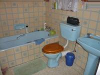 Main Bathroom - 2 square meters of property in Olivedale