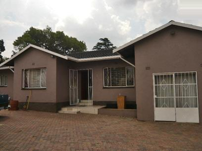 3 Bedroom House for Sale For Sale in Roodepoort - Private Sale - MR39314