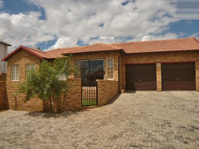 3 Bedroom Simplex for Sale For Sale in Stone Ridge Country Estate - Private Sale - MR39322