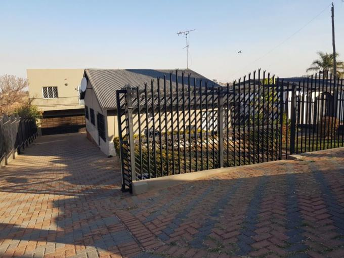 5 Bedroom House for Sale For Sale in Laudium - MR396293