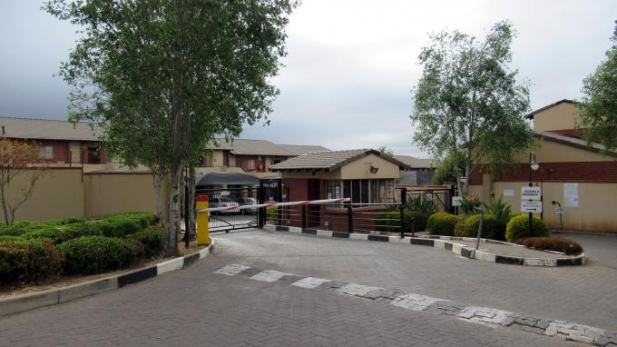 Standard Bank EasySell 3 Bedroom Sectional Title for Sale in Noordwyk - MR400868