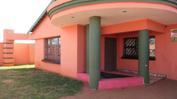 Standard Bank EasySell 4 Bedroom House for Sale in Lenasia - MR401854