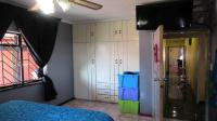 Bed Room 2 - 15 square meters of property in Lenasia