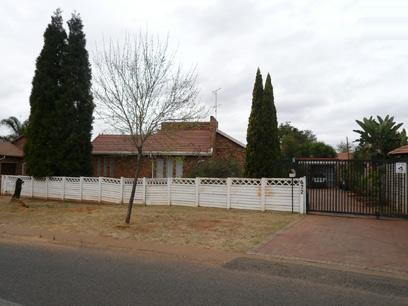 3 Bedroom House for Sale For Sale in Doornpoort - Home Sell - MR40267