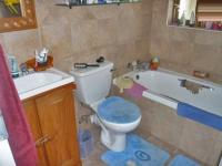 Main Bathroom - 5 square meters of property in Sundowner