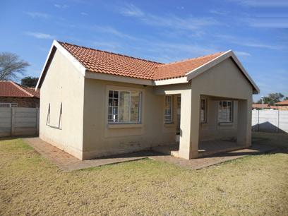 Standard Bank Mandated 2 Bedroom House on online auction in The Orchards - MR40507