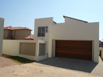 3 Bedroom House For Sale in Silver Lakes Golf Estate - Home Sell - MR41269