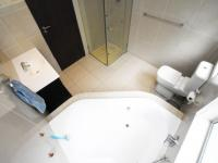Main Bathroom - 15 square meters of property in Dainfern