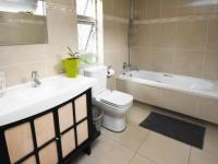Bathroom 2 - 6 square meters of property in Dainfern