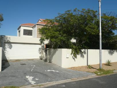 3 Bedroom House for Sale For Sale in Milnerton - Private Sale - MR41331