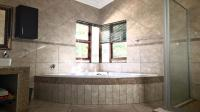 Main Bathroom - 21 square meters of property in Modimolle (Nylstroom)