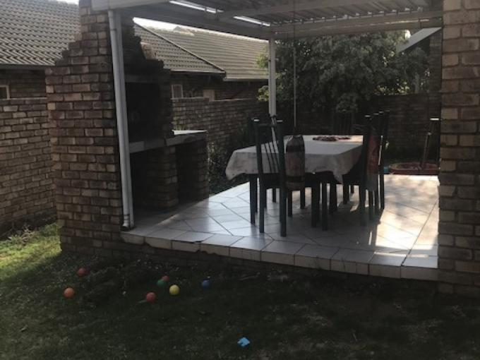 2 Bedroom Simplex for Sale For Sale in Rooihuiskraal North - MR419461