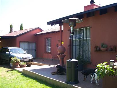 4 Bedroom House to Rent in Midrand - Property to rent - MR42292