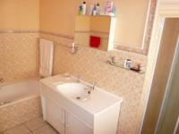 Main Bathroom - 20 square meters of property in Wingate Park