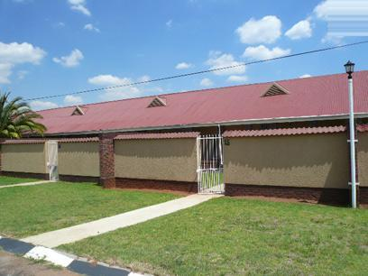 2 Bedroom Simplex for Sale For Sale in Germiston - Private Sale - MR42420