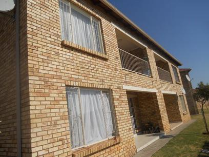 Standard Bank EasySell 2 Bedroom Sectional Title for Sale For Sale in Roodepoort - MR42493