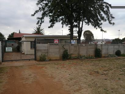 11 Bedroom House For Sale in Booysens - Private Sale - MR43262