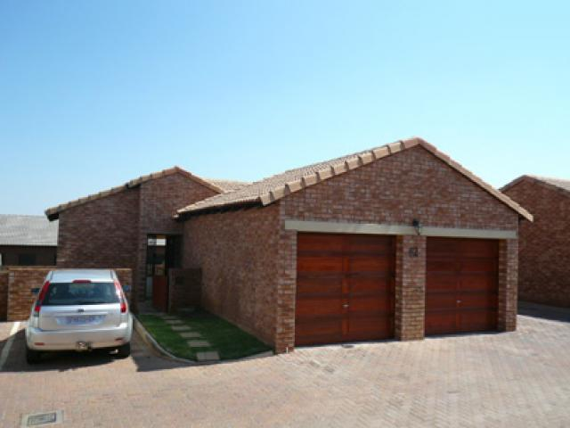 3 Bedroom Apartment For Sale in Mooikloof Ridge - Home Sell - MR44265