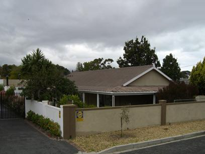 4 Bedroom House for Sale For Sale in Somerset West - Home Sell - MR44366