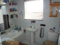 Bathroom 1 - 6 square meters of property in Maraisburg