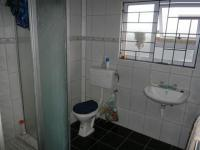 Main Bathroom - 7 square meters of property in Mitchells Plain