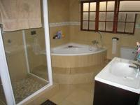 Main Bathroom - 16 square meters of property in Montana Park