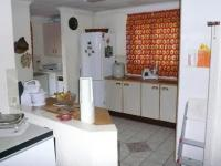 Kitchen - 29 square meters of property in Heuweloord