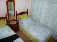 Bed Room 1 - 18 square meters of property in Heuweloord