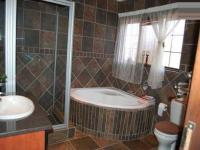 Main Bathroom of property in Thatchfields