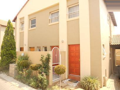 2 Bedroom Duplex for Sale For Sale in Sunninghill - Home Sell - MR46485