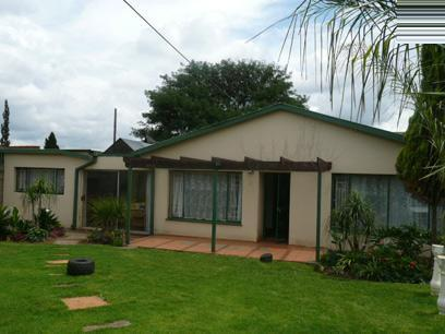3 Bedroom Simplex For Sale in Booysens - Private Sale - MR47294
