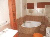 Bathroom 1 - 5 square meters of property in Barbeque Downs