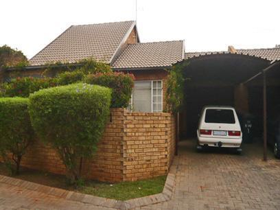 3 Bedroom Duplex for Sale For Sale in Weltevreden Park - Home Sell - MR48279