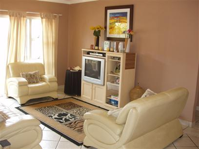 2 Bedroom Apartment To Rent in Rooihuiskraal North - Private Rental - MR48369