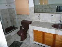 Main Bathroom - 7 square meters of property in Florauna